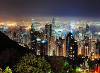 Die Skyline der Stadt Hongkong bei Nacht - © rabbit75_fot / Fotolia
