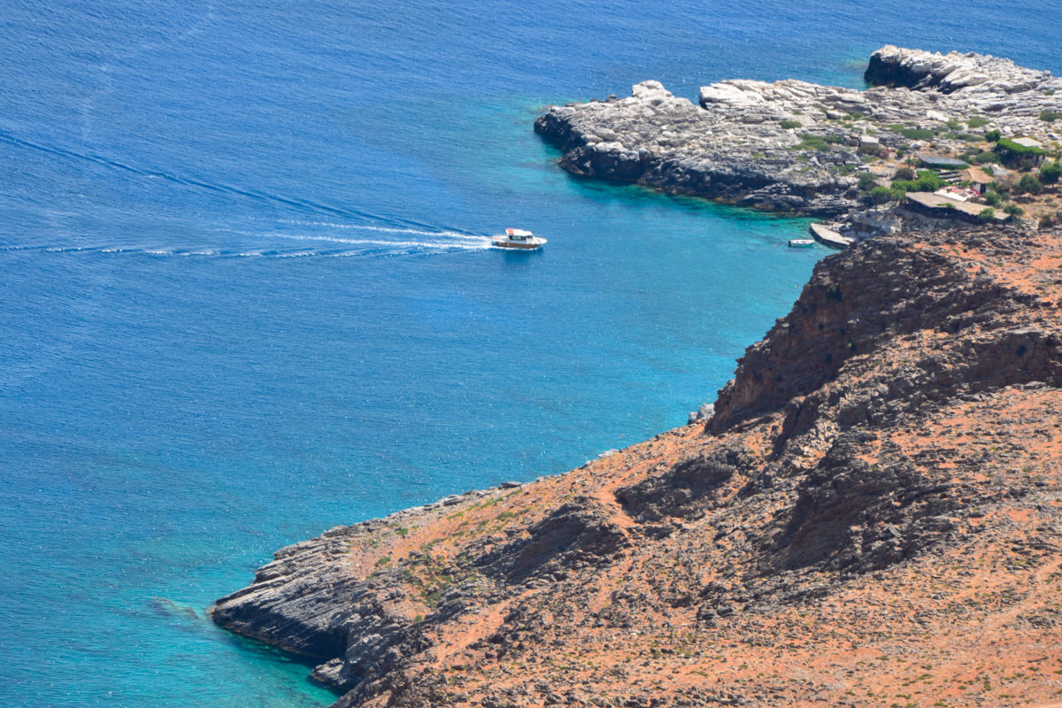 Blick von der Piste nach Finix auf den Marmara-Strand am Ende der Ardena Schlucht im Westen Kretas, Griechenland - © FRASHO / franks-travelbox