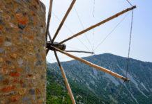 Die fruchtbare Lassithi-Hochebene im Herzen von Kreta, Griechenland, ist unter anderem für ihre Windmühlen und die Geburtshöhle von Zeus bekannt - © FRASHO / franks-travelbox