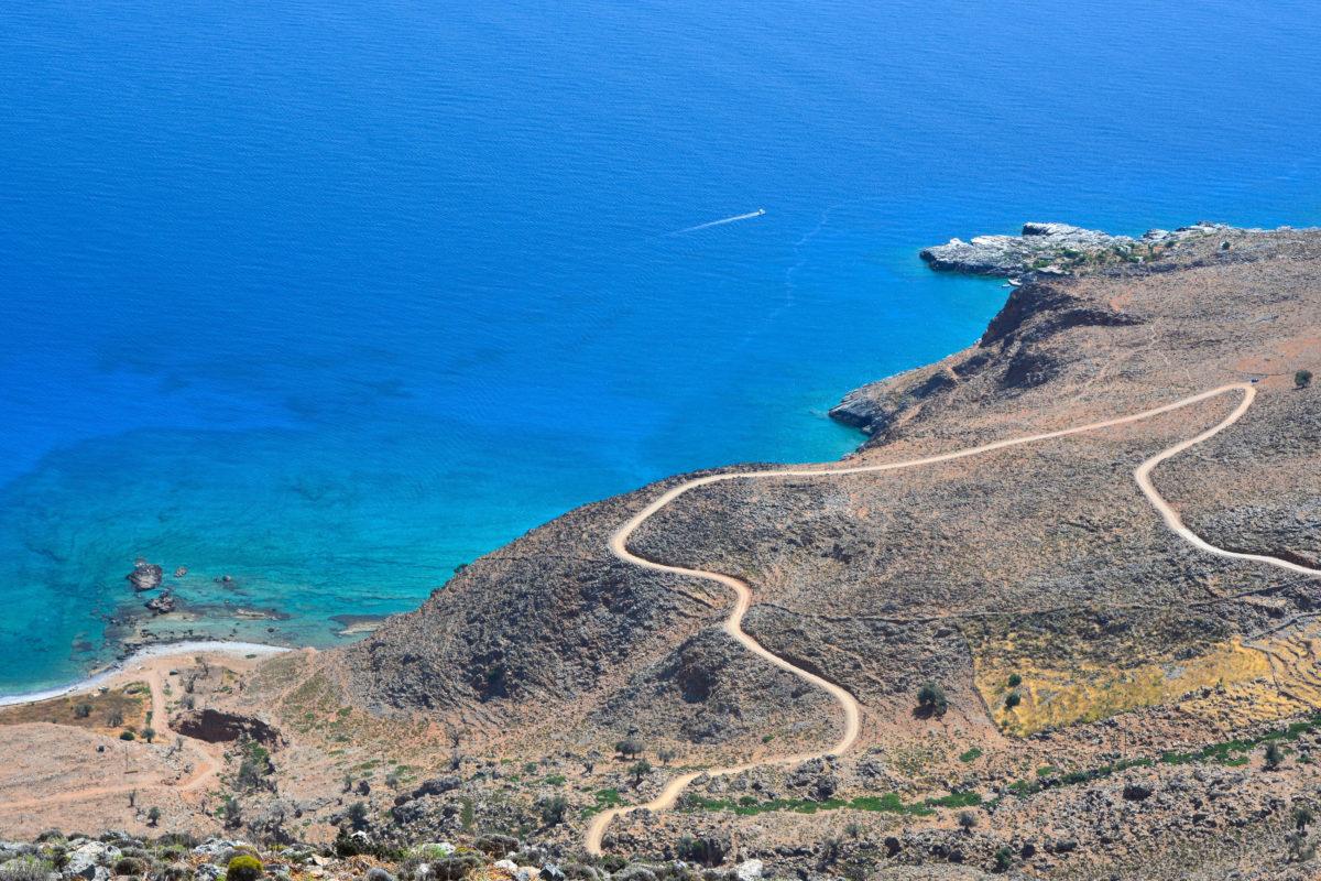 Die Straßenverbindung über die Piste nach Finix im Westen Kretas ist zeitaufwändiger als die Anreise auf dem Seeweg, Griechenland - © FRASHO / franks-travelbox