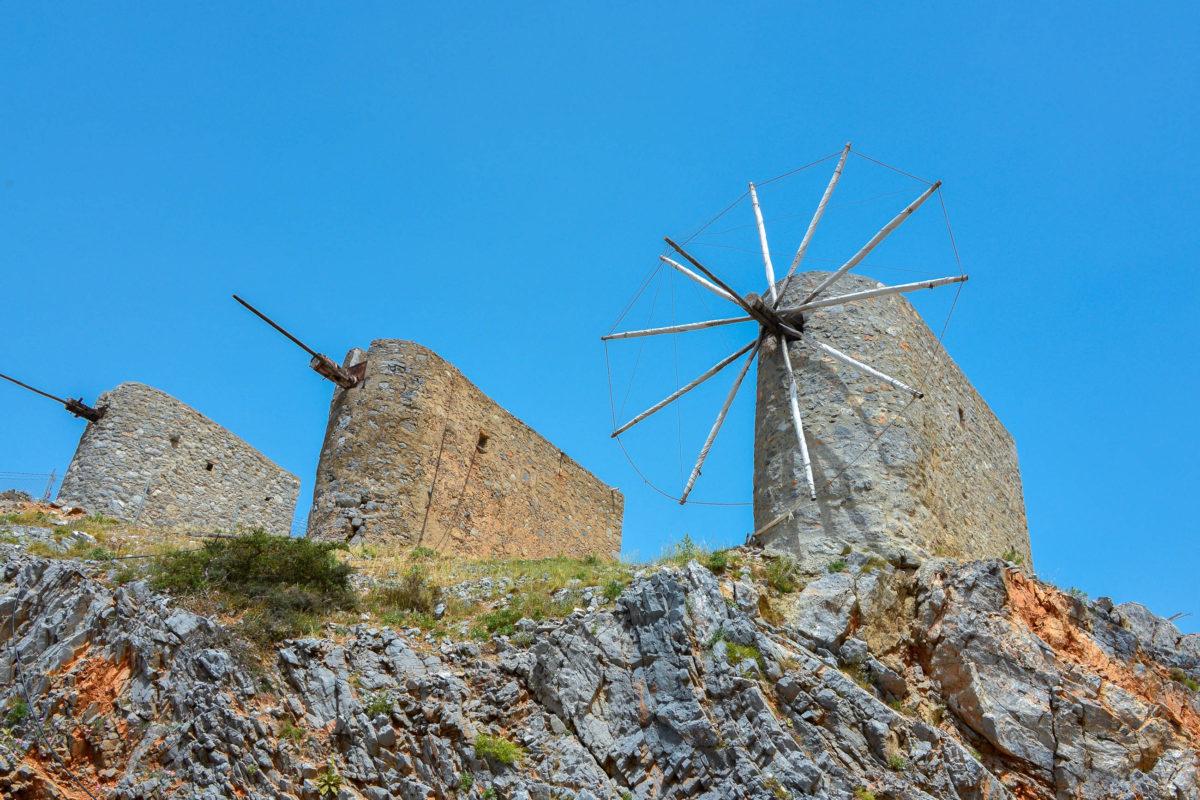 Einst standen rund 8.000 Windmühlen mit ihrem charakteristischen weißen Segeltuch auf der Lassithi Hochebene auf Kreta, Griechenland - © FRASHO / franks-travelbox