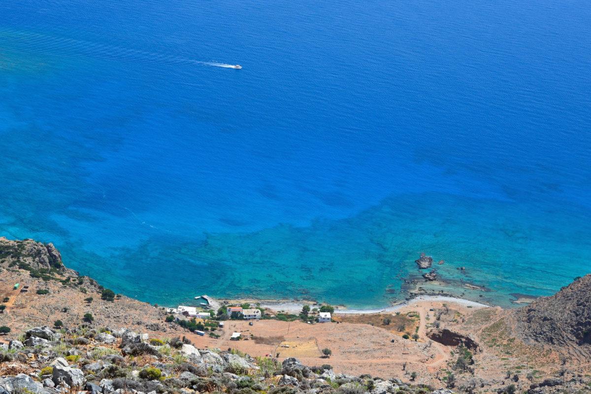 Fernab von Straßenlärm bilden das Rauschen des Meeres und die Glocken der Ziegen die vorherrschende Geräuschkulisse in der Finix Bucht auf Kreta, Griechenland - © FRASHO / franks-travelbox