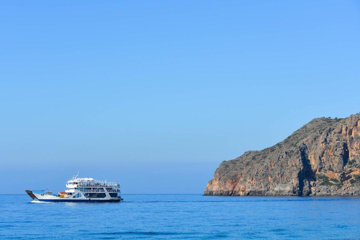 Die Fähre zwischen Sougia und Agia Roumeli bringt Kreta-Urlauber zur berühmten Samaria-Schlucht, der längsten Schlucht Griechenlands - © FRASHO / franks-travelbox