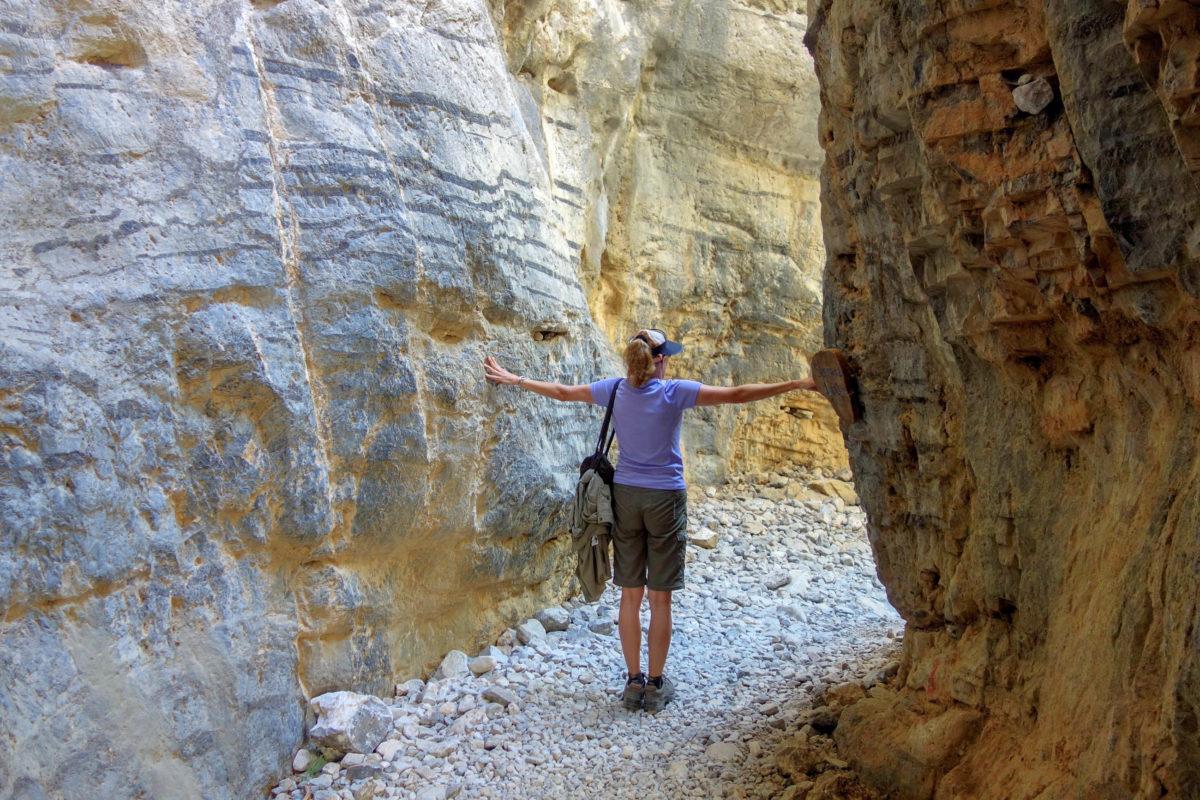 An ihrer engsten Stelle ist die Imbros Schlucht auf Kreta, Griechenland, nur 1,60 Meter breit - © FRASHO / franks-travelbox