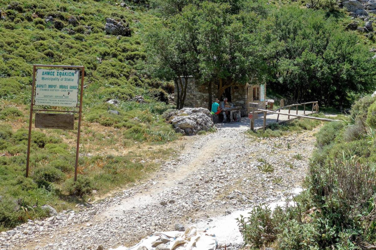 Der Fußweg zum Ticketstand der Imbros-Schlucht ist im Dorf Imbros im Westen von Kreta gut ausgeschildert, Griechenland - © FRASHO / franks-travelbox