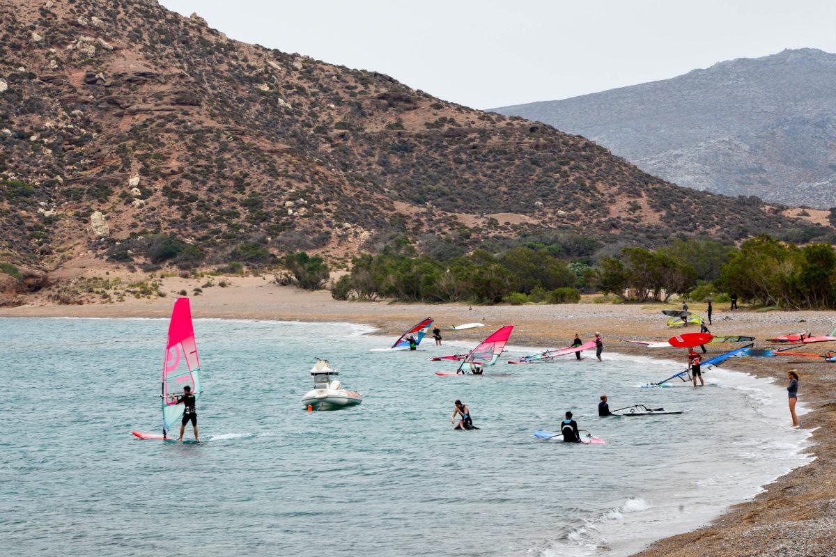 Der Surf-Strand von Kouremenos ganz im Osten von Kreta, Griechenland, ist über Asphaltstraßen gut angebunden - © FRASHO / franks-travelbox