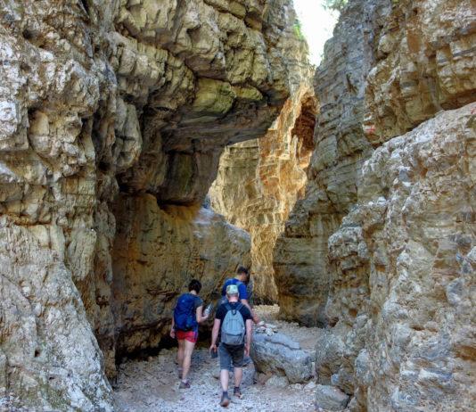 Etwa 15 Minuten nach der engsten Stelle folgt der Ausgang der Imbros Schlucht im Dorf Komitades auf Kreta, Griechenland - © FRASHO / franks-travelbox