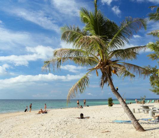 Der Zen-Beach im Nordwesten Koh Pha-ngans: Nur einer von zahlreichen Stränden der Insel, die zum Entspannen einladen, Thailand - © Skaniai / stock.adobe.com
