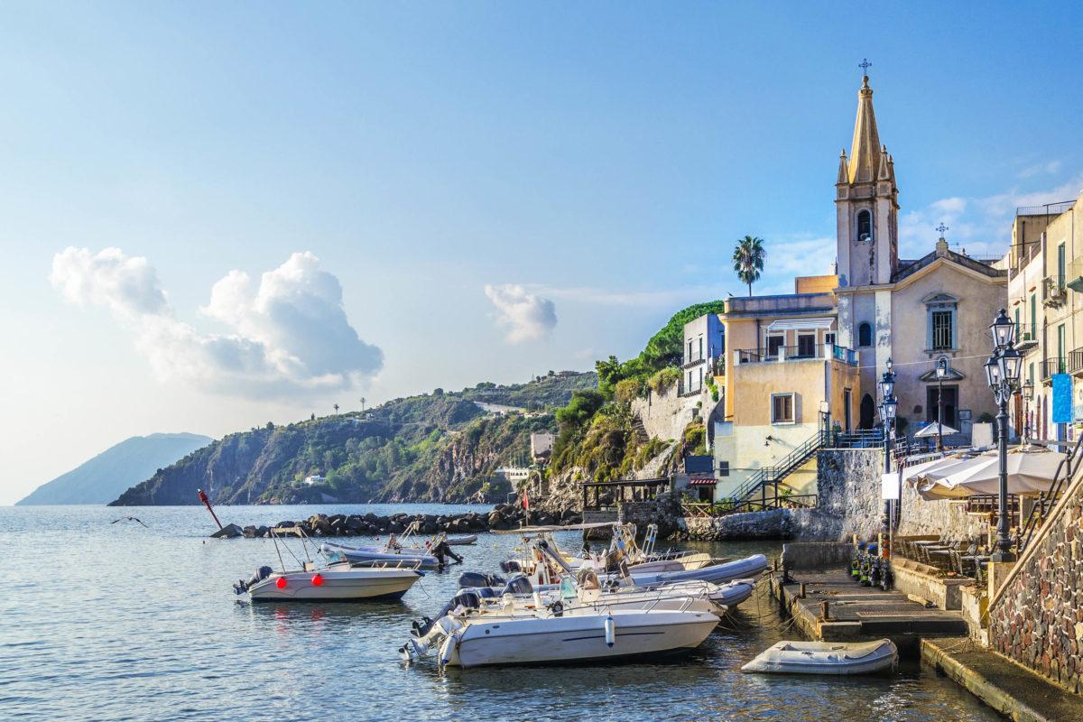 Lipari gilt somit als besonders abwechslungsreiche Insel mit einer spannenden Geschichte, Italien - © MAEKFOTO / stock.adobe.com