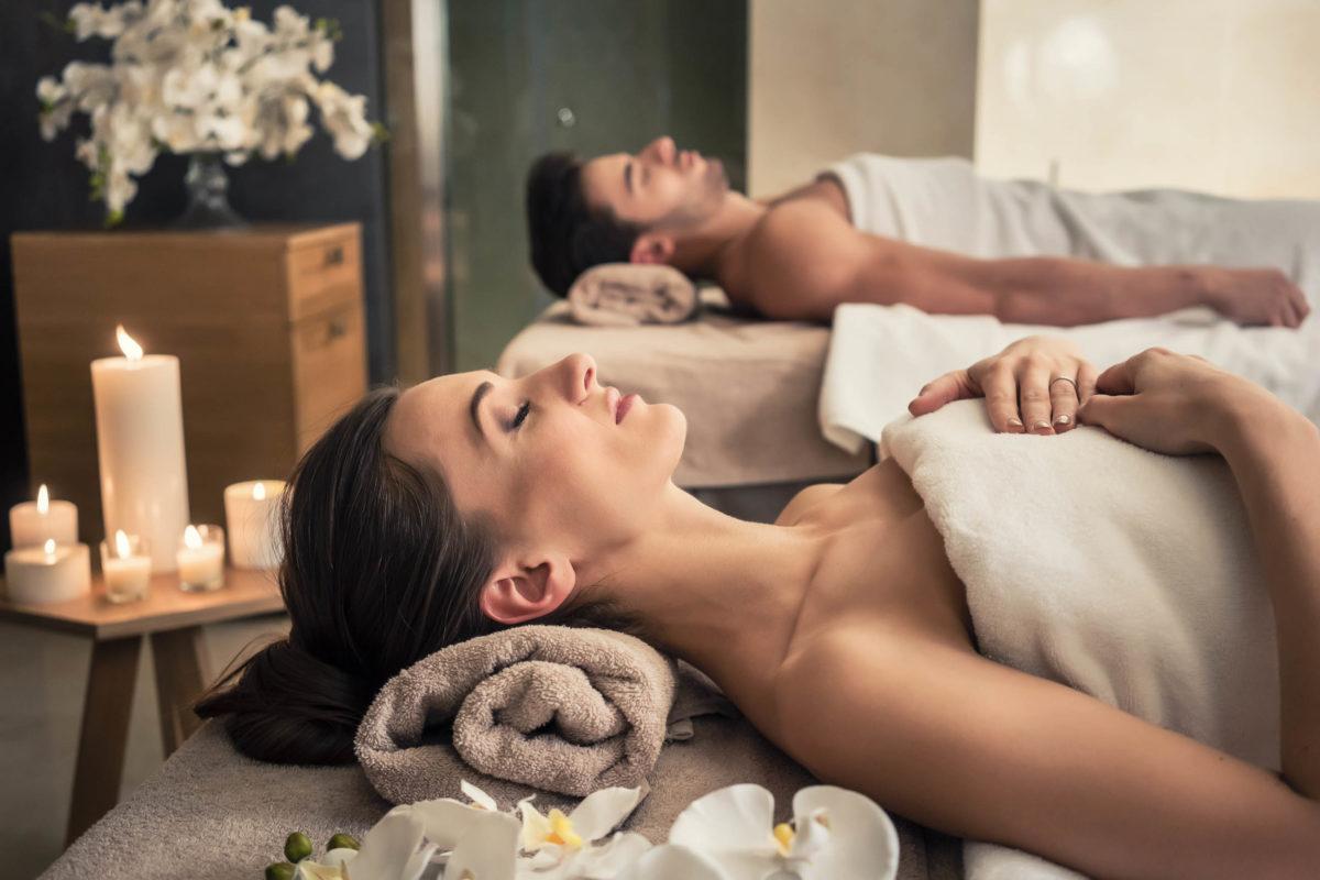 Der Aufenthalt in einer Wellness-Oase ist für viele Menschen ein absoluter Traumurlaub - © Kzenon / stock.adobe.com