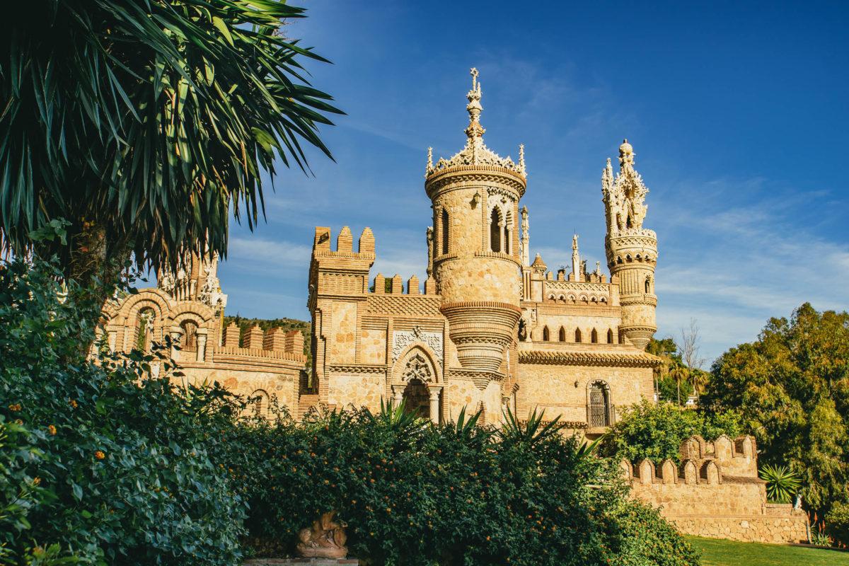 Auf dem beeindruckenden Schloss Castillo de Colomares lässt sich auf Kolumbus' Spuren wandeln, Spanien - © sebastiancaptures / stock.adobe.com