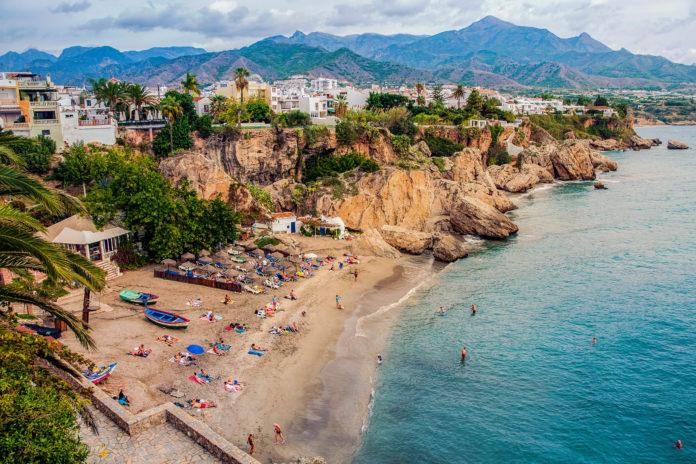 Die Costa del Sol im Süden Spaniens eignet sich sehr gut für einen Urlaub mit der ganzen Familie - © Madrugada Verde / stock.adobe.com