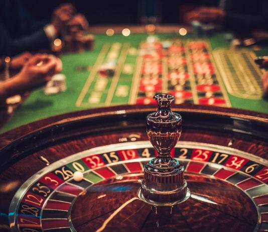 Ein Besuch im Casino ist immer ein Erlebnis, voll elegantem Ambiente und prickelnder Spannung - © Nejron Photo / stock.adobe.com