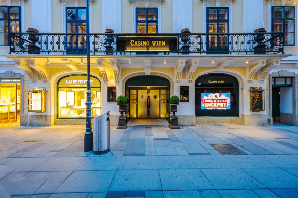 In einem der schönsten Gebäude der Stadt, dem Palais Esterhazy, befindet sich das Casino in Wien, Österreich - © ifeelstock / stock.adobe.com