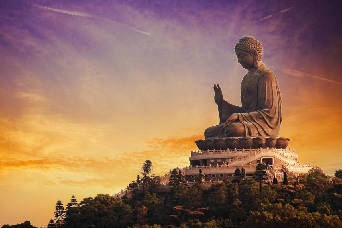 """Der Tian Tan Buddha befindet sich auf Lantau Island und ist besser bekannt als """"Big Buddha"""", Hongkong - © Nejron Photo / Shutterstock"""