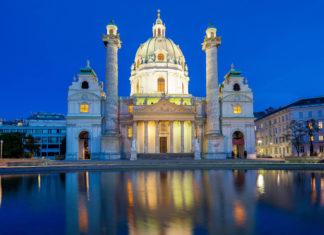 Die Karlskirche in Wien, Österreich, liegt in der Liste der bedeutendsten Barock-Kirchen nördlich der Alpen ganz weit oben - © Muellek Josef / Shutterstock