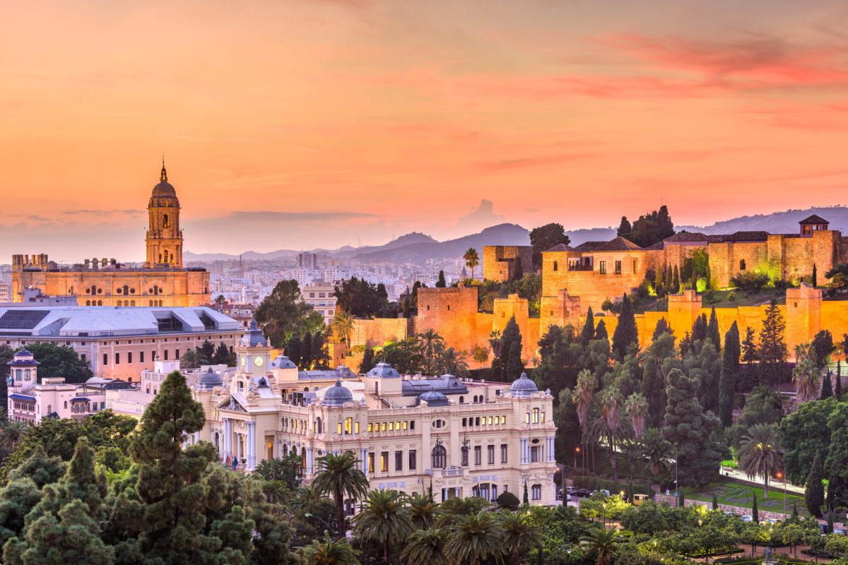 Kulturell und geschichtlich besonders interessant ist die Altstadt von Málaga, Spanien - © Sean Pavone / Shutterstock