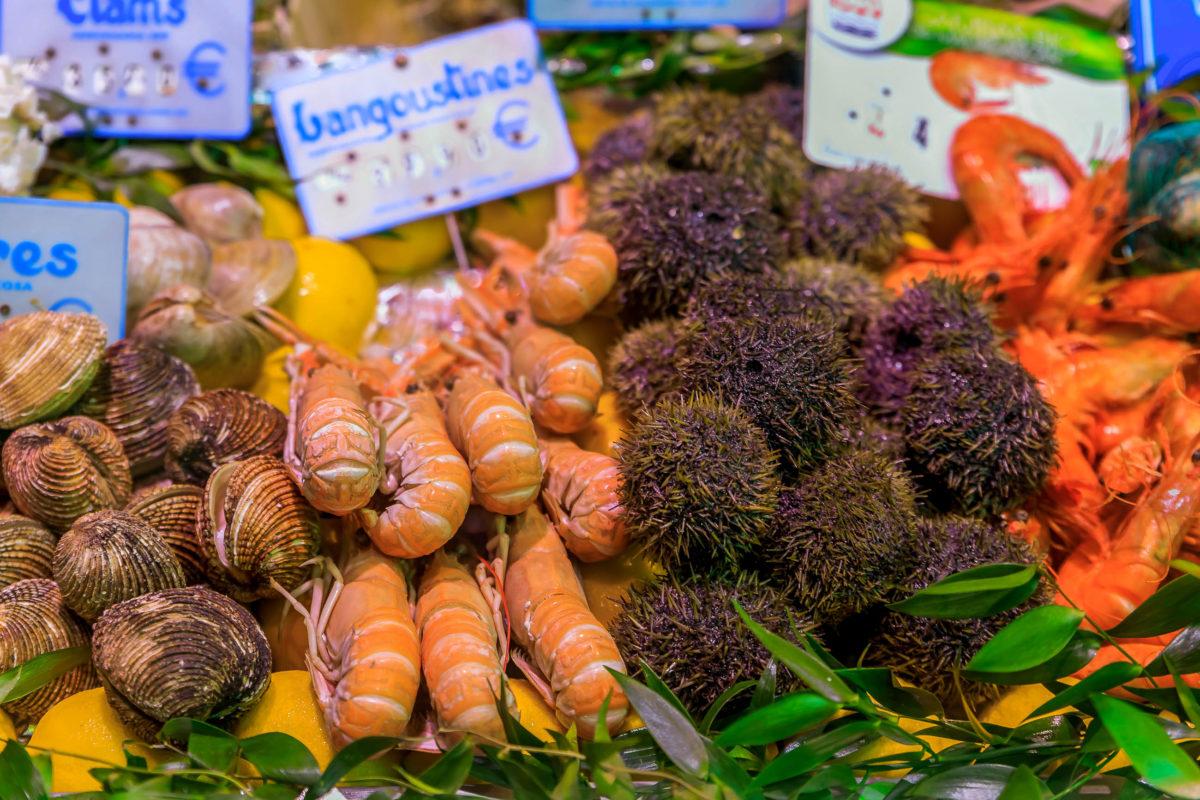 Mittelpunkt der malerischen Altstadt von Luxemburg ist seit jeher der Fëschmaart, der historische Fischmarkt - © SvetlanaSF / Shutterstock