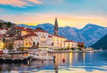 Blick auf die historische Stadt Perast in der Bucht von Kotor im Sommer bei Sonnenuntergang, Montenegro - © givaga / Shutterstock