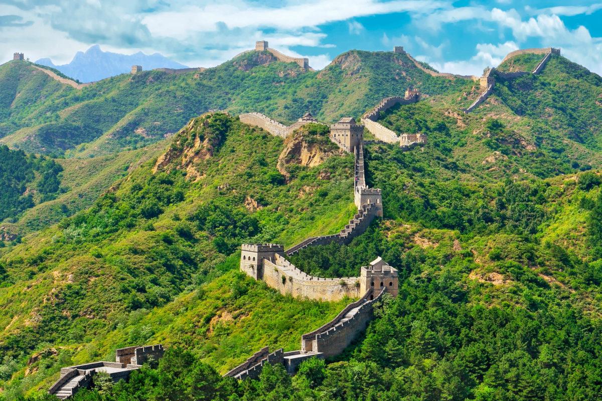 Den Bau der Chinesischen Mauer gab der erste chinesische Kaiser Shihuangdi zur Qin-Zeit bei General Meng Tian in Auftrag - © Hung Chung Chih / Shutterstock