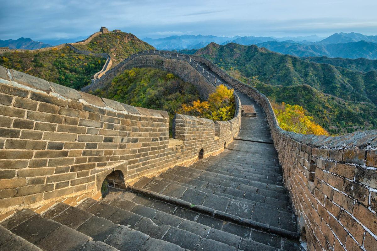 Heute sind noch ca. 500km der Chinesischen Mauer sehr gut erhalten, den Rest hat sich die Natur großteils zurückerobert - © Hung Chung Chih / Shutterstock