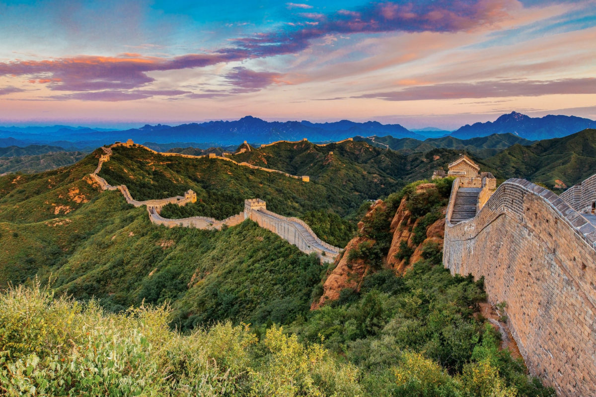 Sonnenaufgang an der Großen Mauer in Jinshanling, China - © Edi Chen / Shutterstock