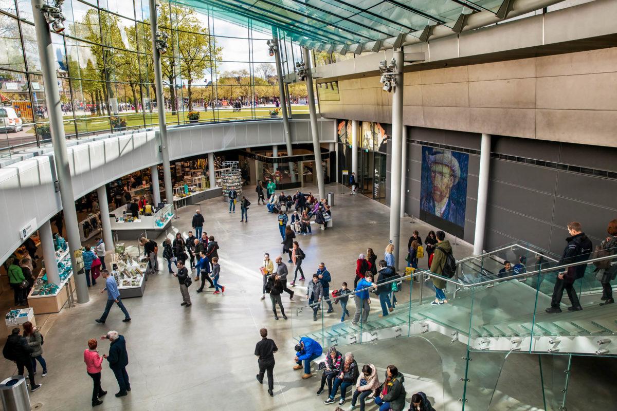 1991 wurden aus dem Van Gogh-Museum in Amsterdam 20 Gemälde in Wert von mehreren Hundert Millionen Euro gestohlen, Niederlande - © Alexander Tolstykh / Shutterstock