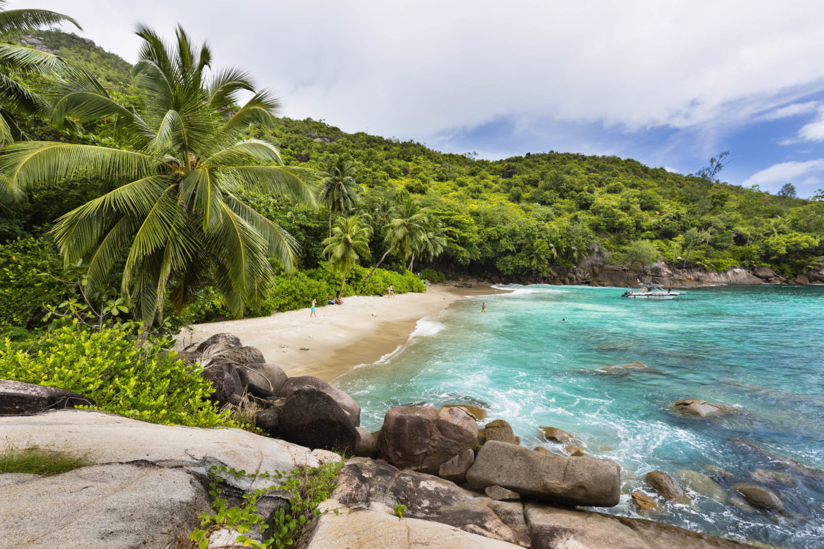 Der abgelegene Anse Major im Westen von Mahé nur zu Fuß oder per Boot zu erreichen, Seychellen - © IndustryAndTravel / Shutterstock