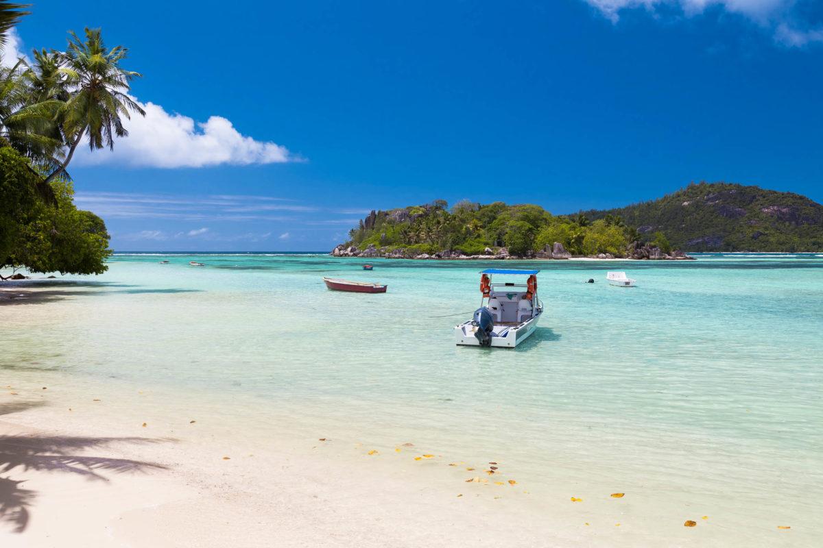 Der oft menschenleere Anse Souillac im Marine Nationalpark von Mahé, Seychellen, lockt mit traumhaften Bedingungen für Schwimm- und Schnorchelausflüge - © Tilo G / Shutterstock