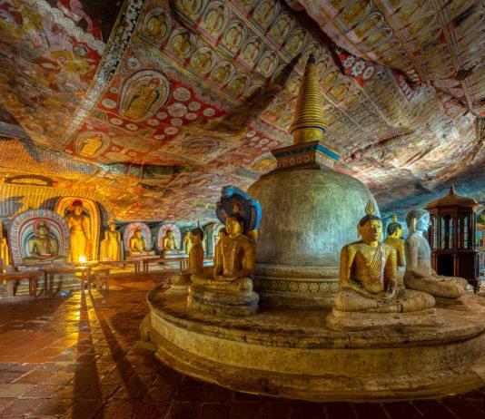 Der Höhlentempel von Dambulla stammt aus den ersten Jahrhunderten vor Christus und ist der besterhaltene buddhistische Höhlentempel des Landes, Sri Lanka - © Sean Hsu / Shutterstock