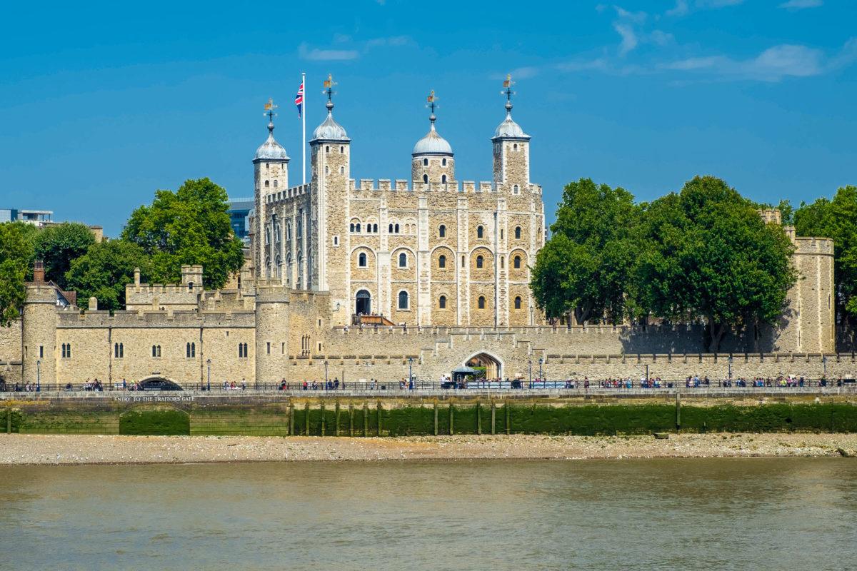 Der berühmt-berüchtigte Tower of London ist fast 1000 Jahre alt, UNESCO-Weltkulturerbe und wohl einer der gefürchtetsten Bauten in Europas Geschichte, Großbritannien - © Kamira / Shutterstock