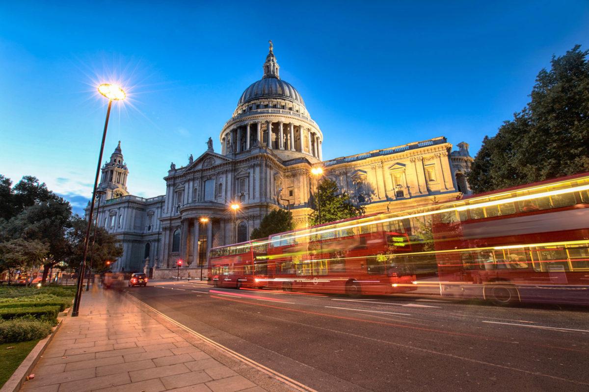 Die St. Paul's Cathedral entstand als neue Bischofskirche im Zuge von Londons Wiederaufbau nach dem verheerenden Brand der Innenstadt im Jahr 1666 - © Pavel Rumme / Shutterstock