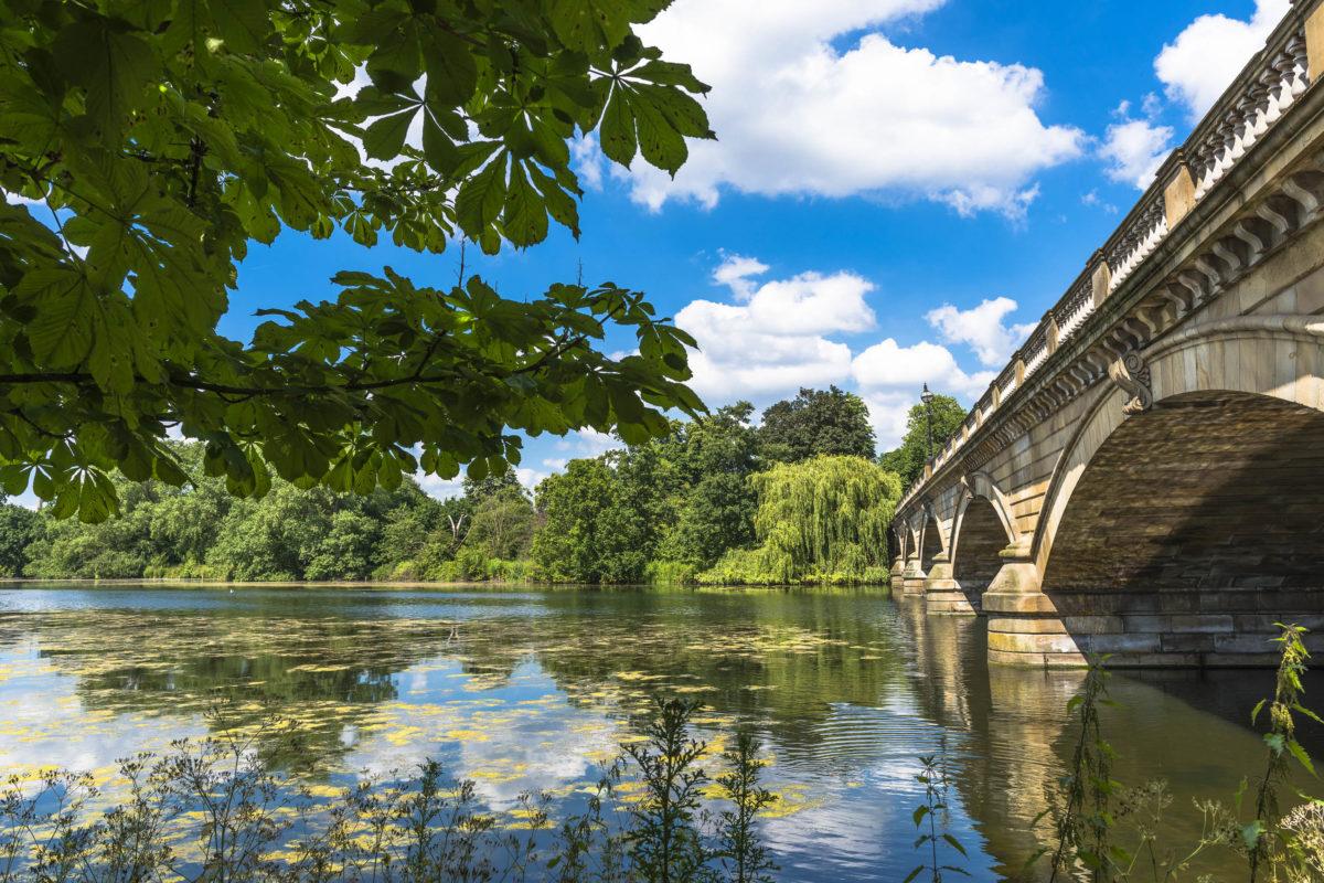 Im Hyde Park in London findet man inmitten von Autolärm und Stahlbeton eine grüne Oase, Großbritannien - © BBA Photography / Shutterstock