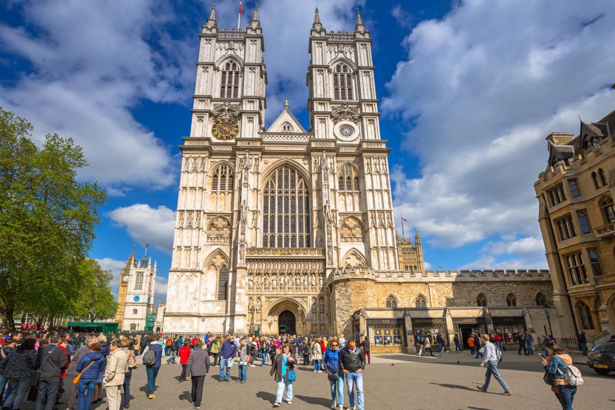 Westminster Abbey in London wurde von 1245 bis 1269 erbaut, ist UNESCO Welterbe und die wohl berühmteste Kirche von ganz England - © Patryk Kosmider / Shutterstock