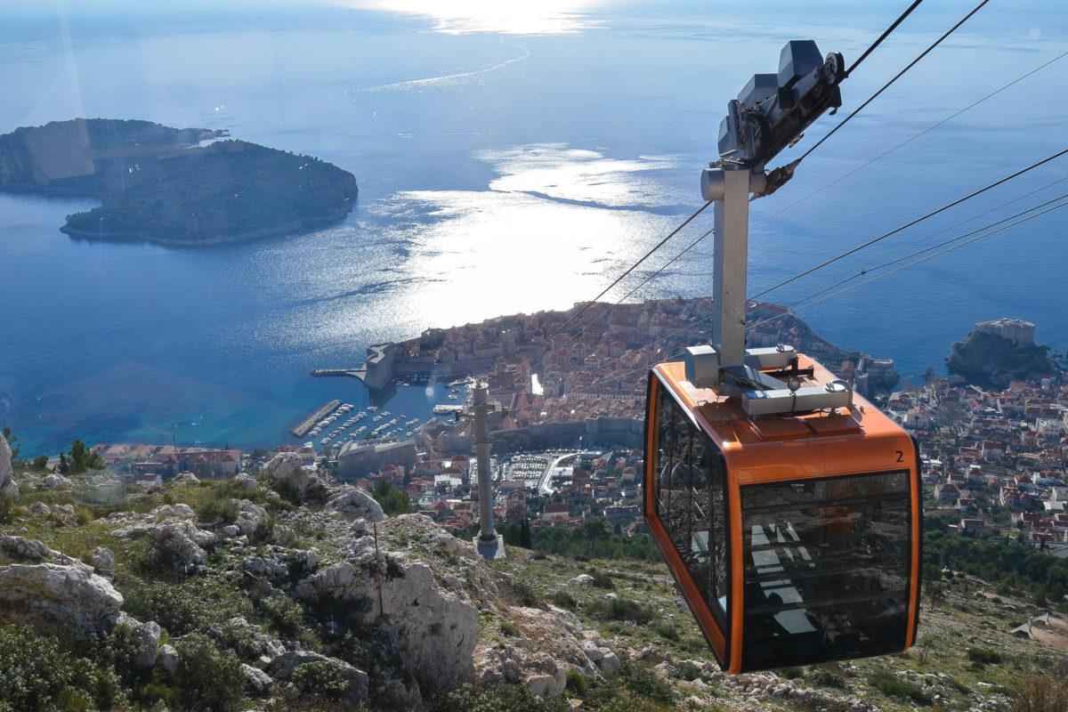 """Die """"Dubrovnik Cable Car"""" transportiert bis zu 30 Personen gleichzeitig auf den Sergiusberg - die bequemste Art des Aufstiegs, Kroatien - © FRASHO / franks-travelbox"""