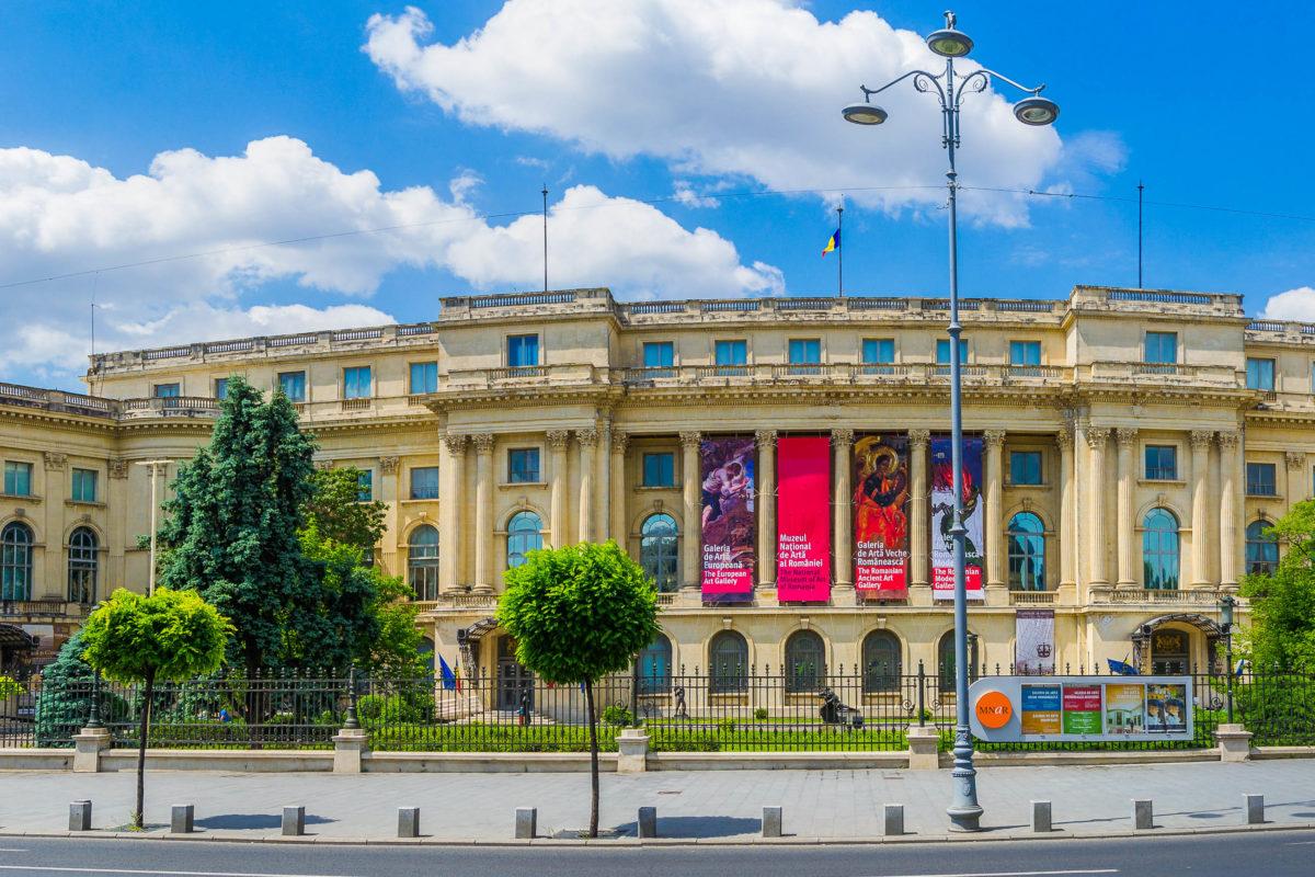 Der ehemalige Königliche Palast von Bukarest aus dem 19. Jahrhundert beherbergt heute das Nationale Kunstmuseum von Rumänien - © tichr / Shutterstock