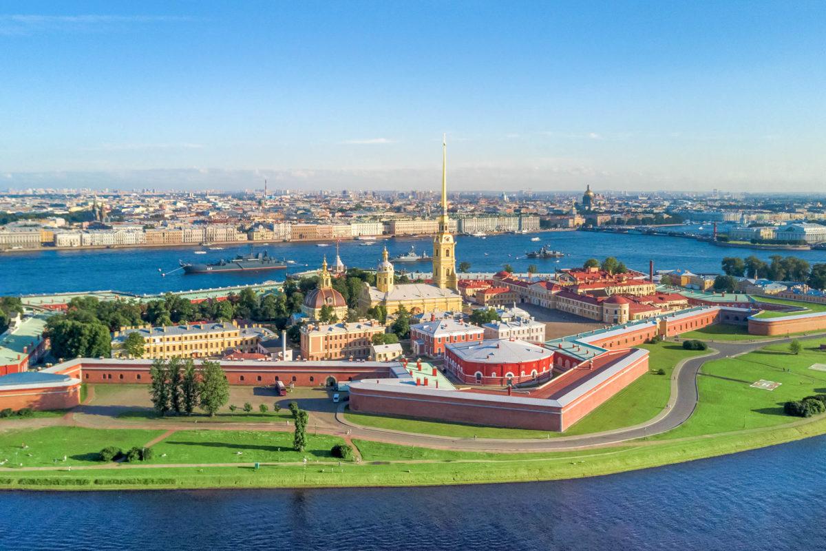 Panoramablick auf die Peter- und Paul-Festung, St. Petersburg, Russland - © Anton Watman / Shutterstock