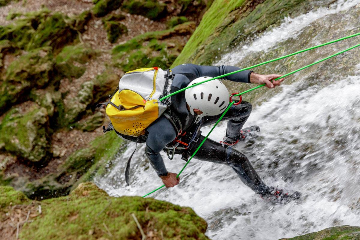 Das Erkunden einer Schlucht verlangt selbst den sportlichsten Aktivurlaubern einiges ab - © Nico / stock.adobe.com