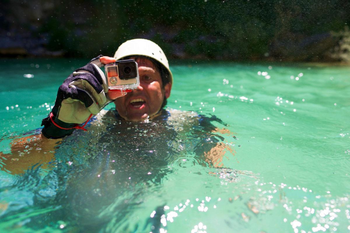 Vom Klettern bis zum Schwimmen ist beim Canyoning viel körperliche Kraft und Ausdauer gefragt - © pedrosala / stock.adobe.com