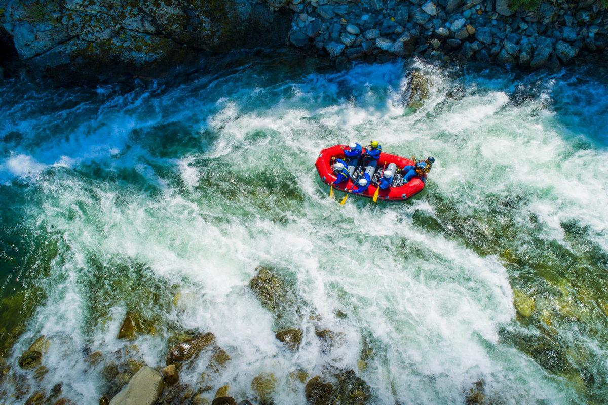 Wenn es um actionreiche Outdoor-Aktivitäten geht, ist Wildwasser-Rafting inzwischen ein Klassiker - © Arcansél / stock.adobe.com