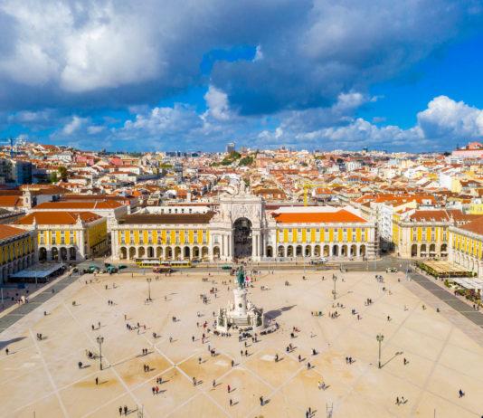 er Praça do Comércio zählt zu den prächtigsten Plätzen von LIssabon, Portugal - © Ingus Kruklitis / Shutterstock