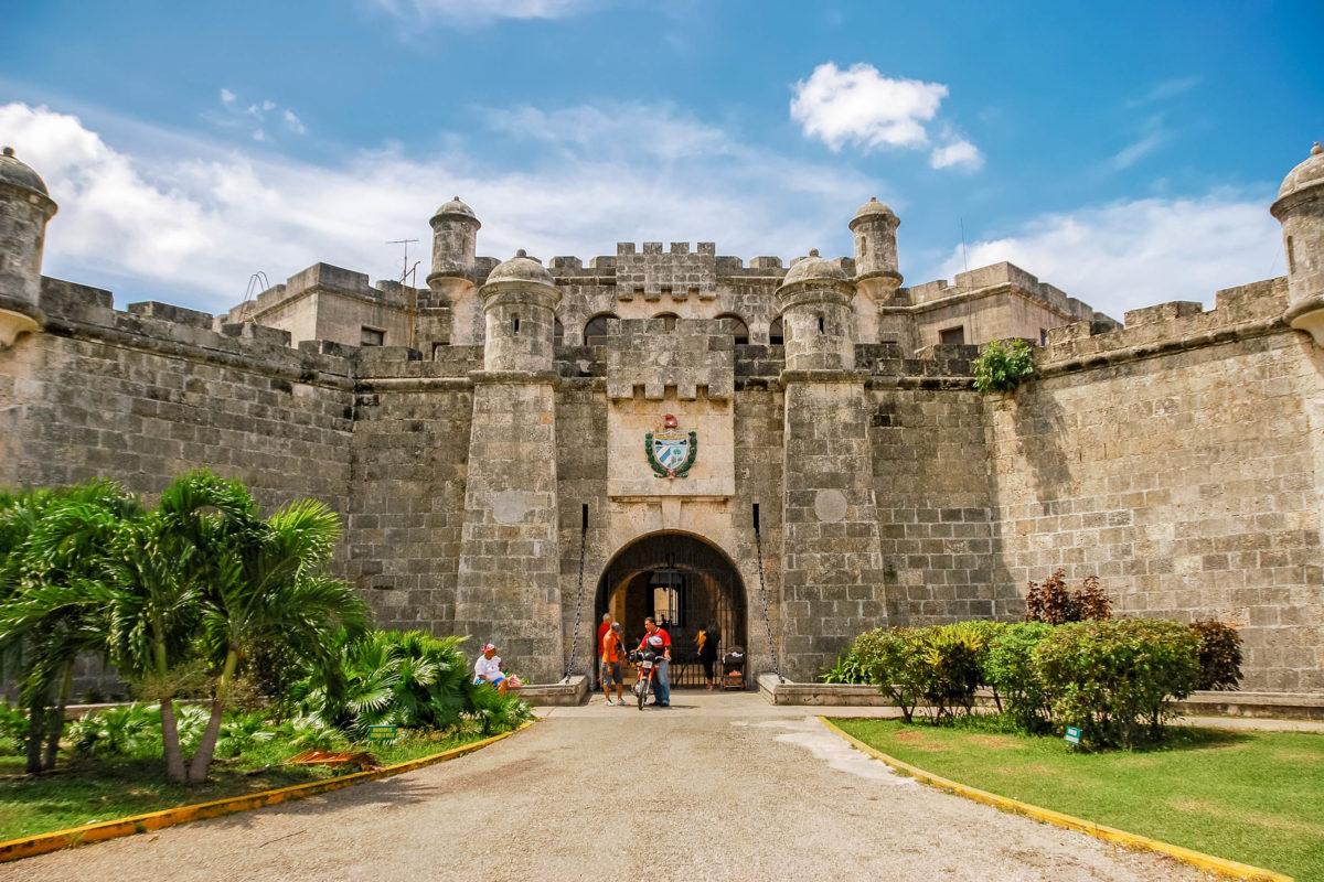 Die Festung La Cabaña schließt direkt an das Castillo del Moro an und ist wohl die beeindruckendste Befestigungsanlage der spanischen Krone in Havanna, Kuba - © Studio MDF / Shutterstock