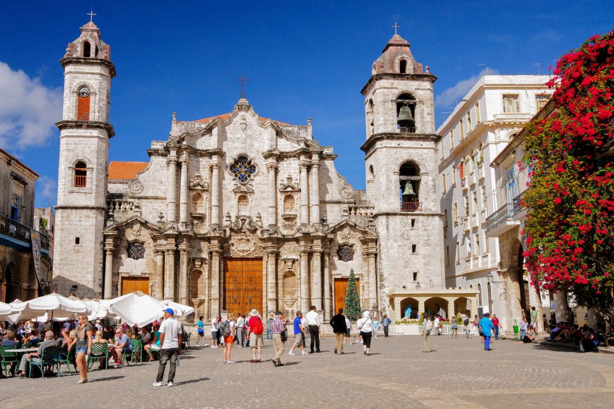Die imposante Kathedrale San Cristóbal und ist eine der ältesten Kirchen des amerikanischen Kontinents, Havanna, Kuba - © Richard Cavalleri / Shutterstock