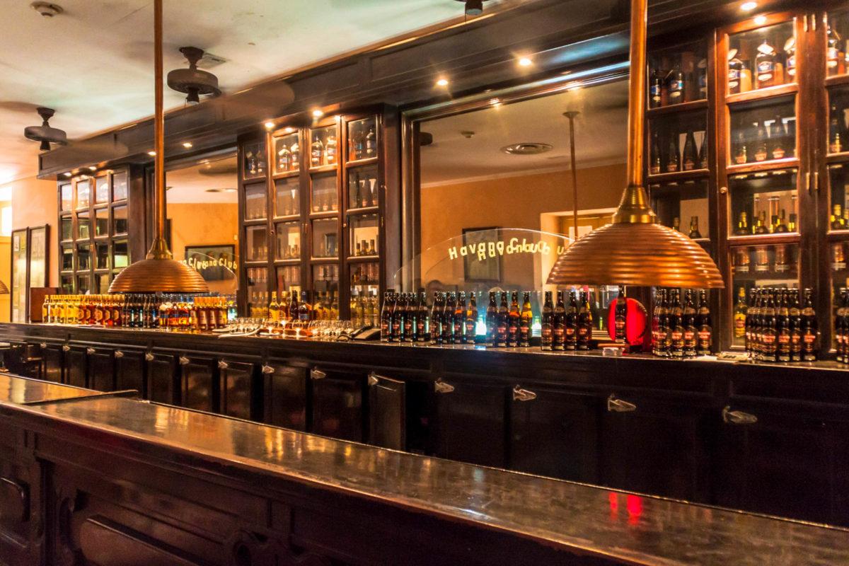 Havana Club-Bar im Museo del Ron (Rum-Museum) in Havanna, Kuba - © Matyas Rehak / Shutterstock