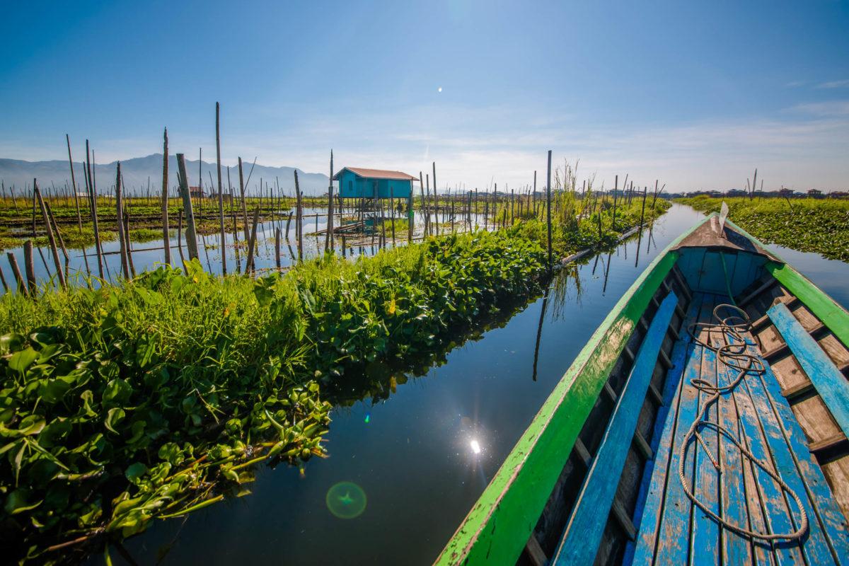 Der inmitten von Bergen malerisch gelegene Inle See zählt zu den idyllischsten Reisezielen im Myanmar-Urlaub - © edusma7256 / Shutterstock