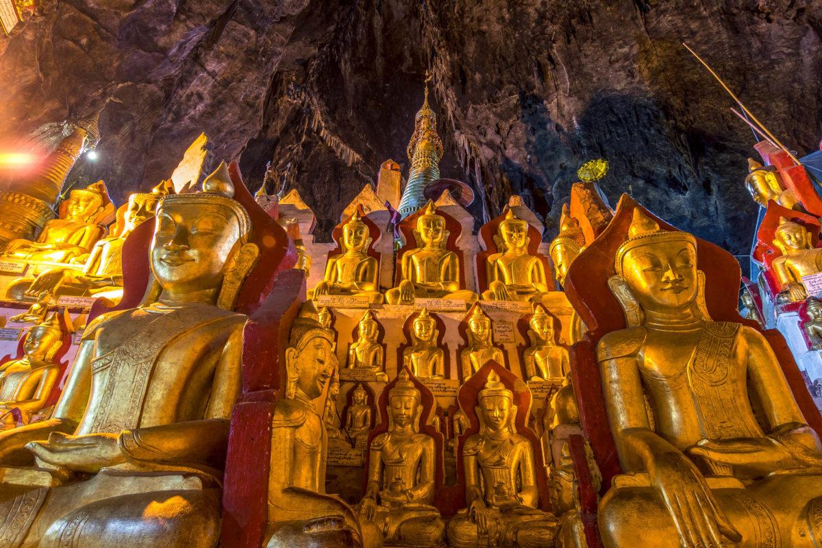 In den Pindaya-Höhlen befinden sich an die 8000 goldene Buddha-Figuren, Myanmar - © Jon Chica / Shutterstock