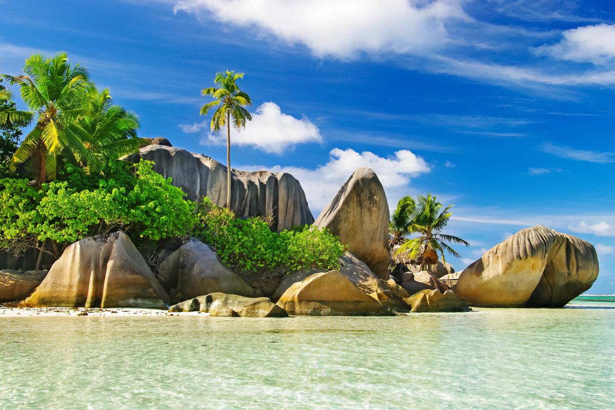 Der Anse Source d'Argent ist der berühmteste Strand auf La Digue, regelmäßig wird er zum traumhaftesten Strand der Welt gekürt, Seychellen - © leoks / Shutterstock