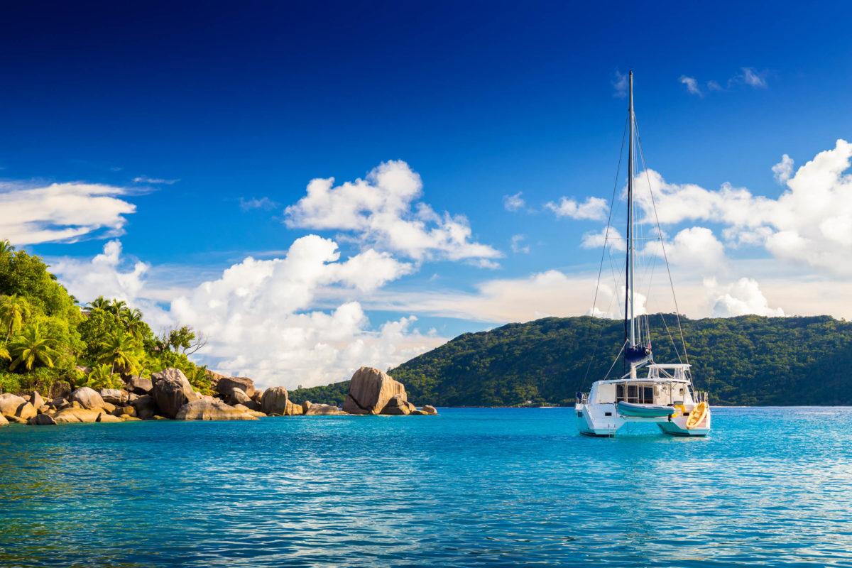 Die Insel Felicite ist ein beliebtes Tagesausflugsziel für Seychellen-Urlauber auf La Digue - © KellySHUTSTOC / Shutterstock