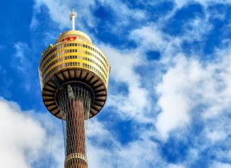 Der imposante Sydney Tower ist mit 309 Metern das höchste Gebäude von Sydney und das zweithöchste der Südhalbkugel, Australien - © lkpro / Shutterstock