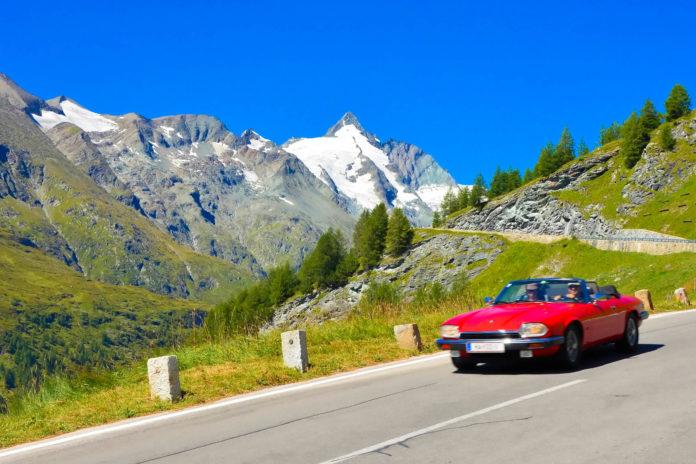 Die schönsten Roadtrips durch Europa - im Auto das Gefühl der Freiheit zu genießen funktioniert auch im dicht besiedelten Europa - © FRASHO / franks-travelbox
